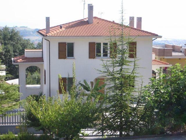 Villa in vendita a Acquaviva Picena, 5 locali, prezzo € 695.000 | CambioCasa.it