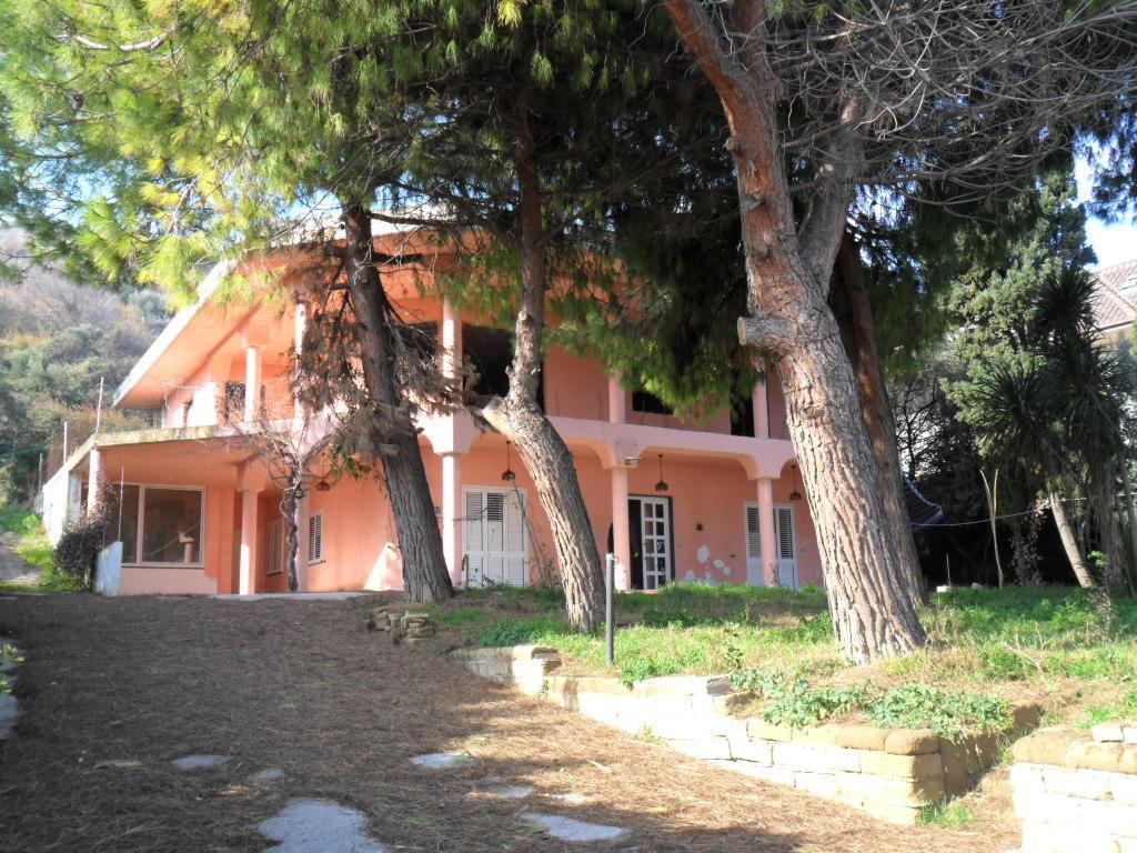 Villa in vendita a Grottammare, 11 locali, prezzo € 380.000 | Cambio Casa.it