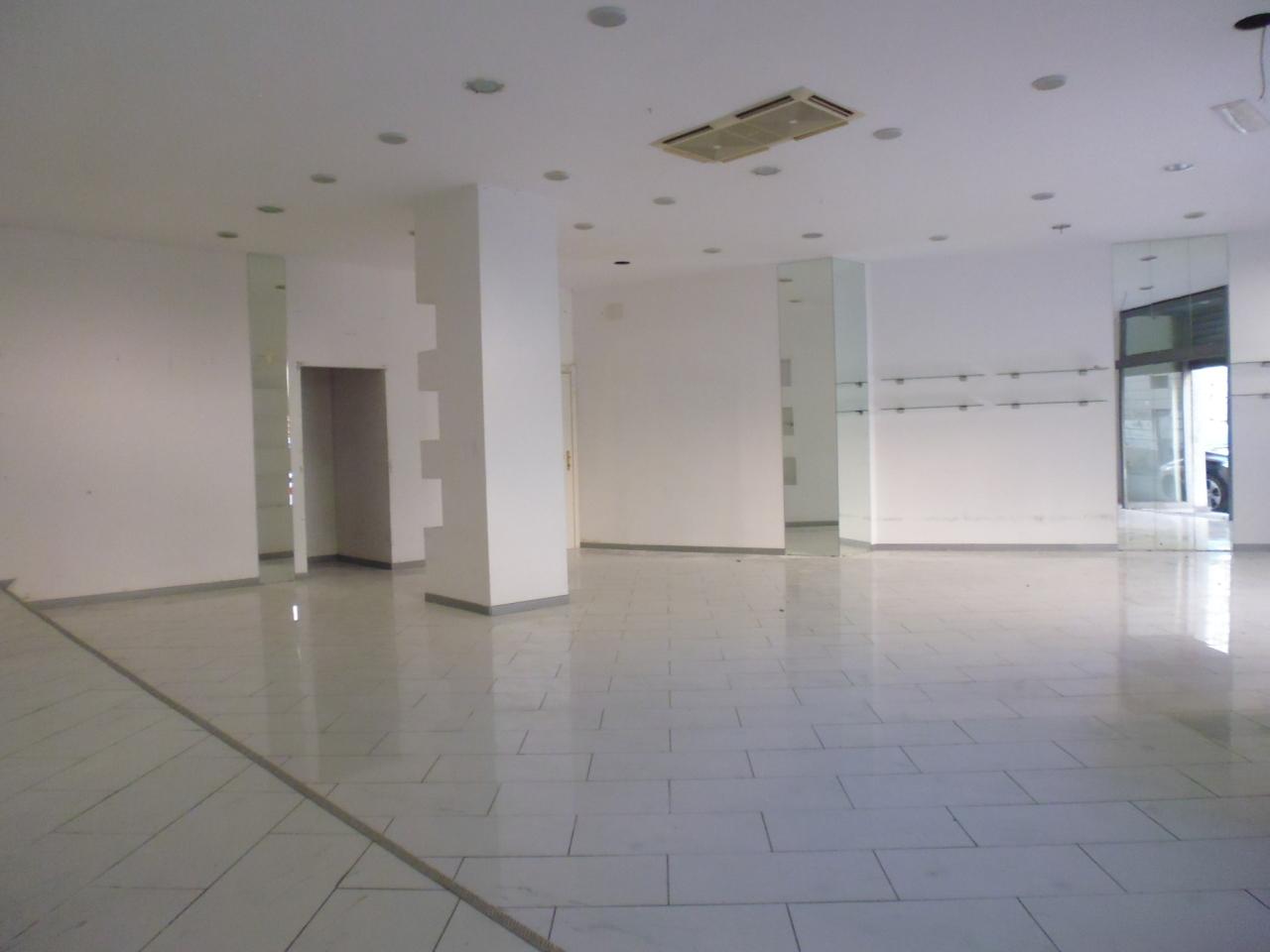 Capannone in affitto a Livorno, 3 locali, prezzo € 2.000 | Cambio Casa.it
