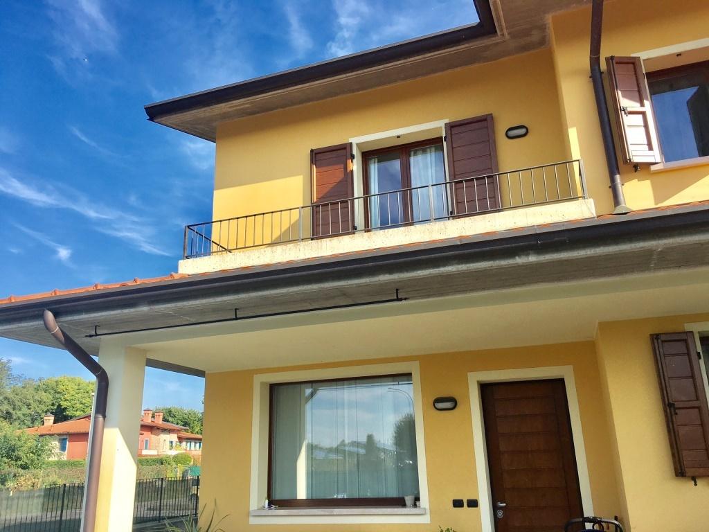 Soluzione Indipendente in vendita a Coccaglio, 8 locali, prezzo € 340.000 | Cambio Casa.it
