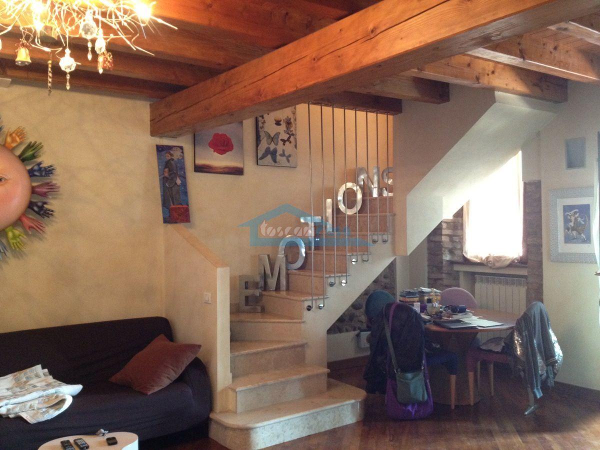 Scale d'accesso alla mansarda Appartamento  a Cazzago San Martino