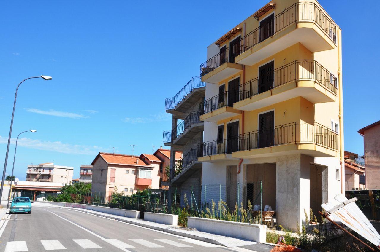 Palazzo / Stabile in vendita a Carini, 8 locali, prezzo € 210.000 | Cambio Casa.it