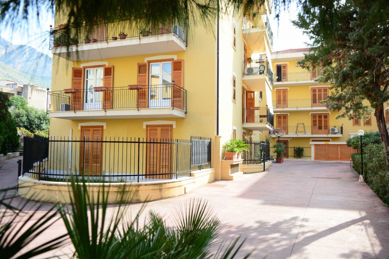 Appartamento in vendita a Capaci, 5 locali, prezzo € 175.000 | Cambio Casa.it