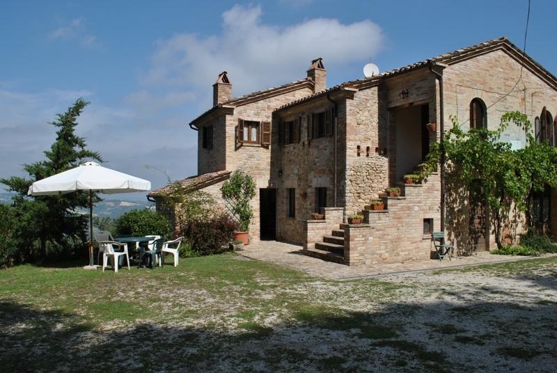 Rustico / Casale in vendita a Montedinove, 9 locali, prezzo € 350.000 | CambioCasa.it