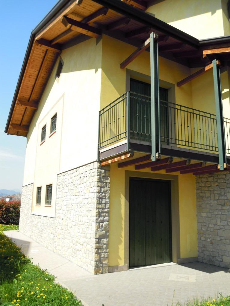 Appartamento in vendita a Capriolo, 3 locali, prezzo € 145.000 | Cambio Casa.it