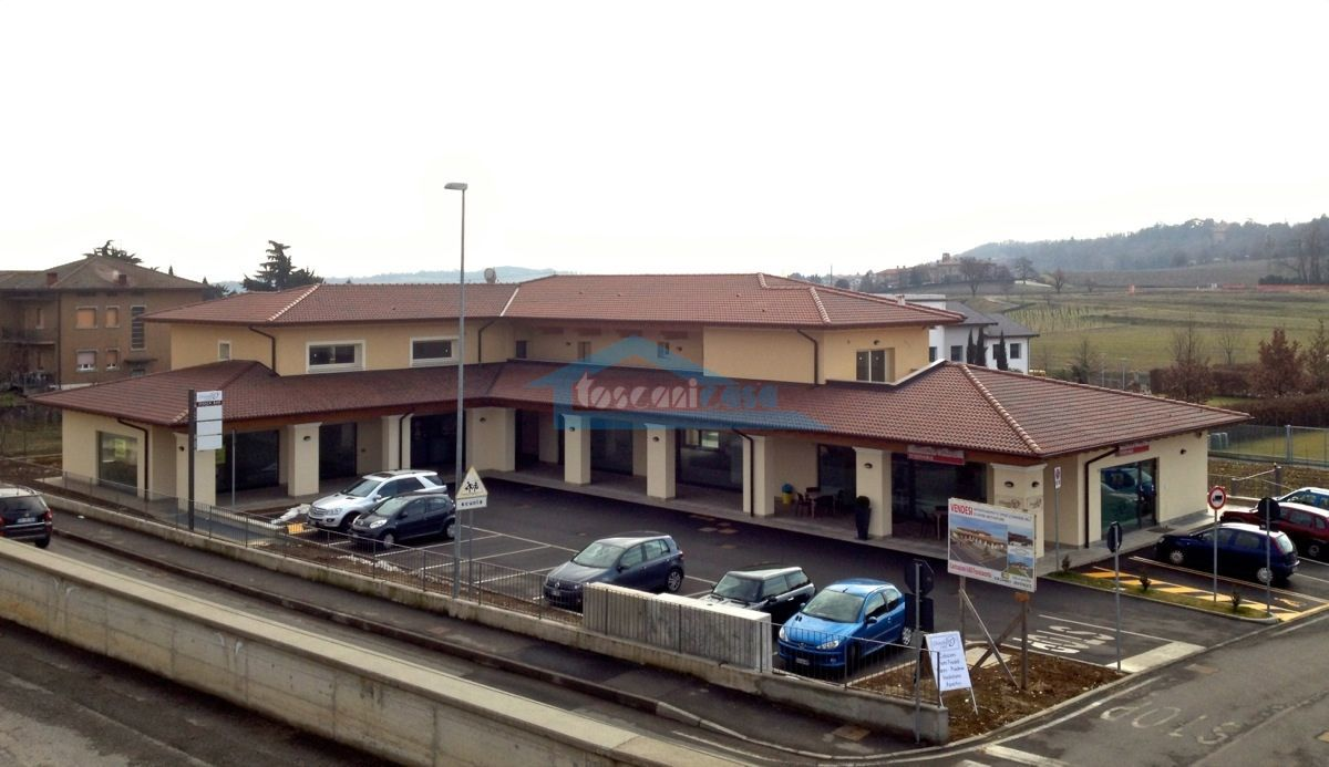 Complesso in toto Locale commerciale  a Adro