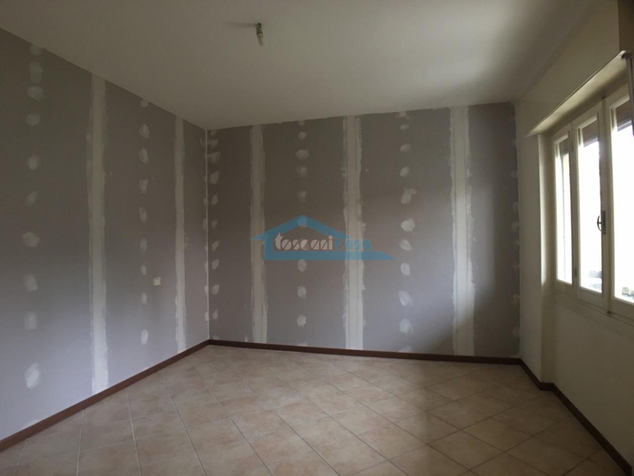 Camera 1 o salotto Appartamento  a Adro