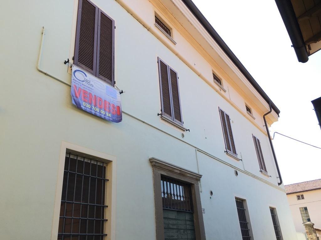 Appartamento in vendita a Chiari, 4 locali, prezzo € 172.000 | Cambio Casa.it