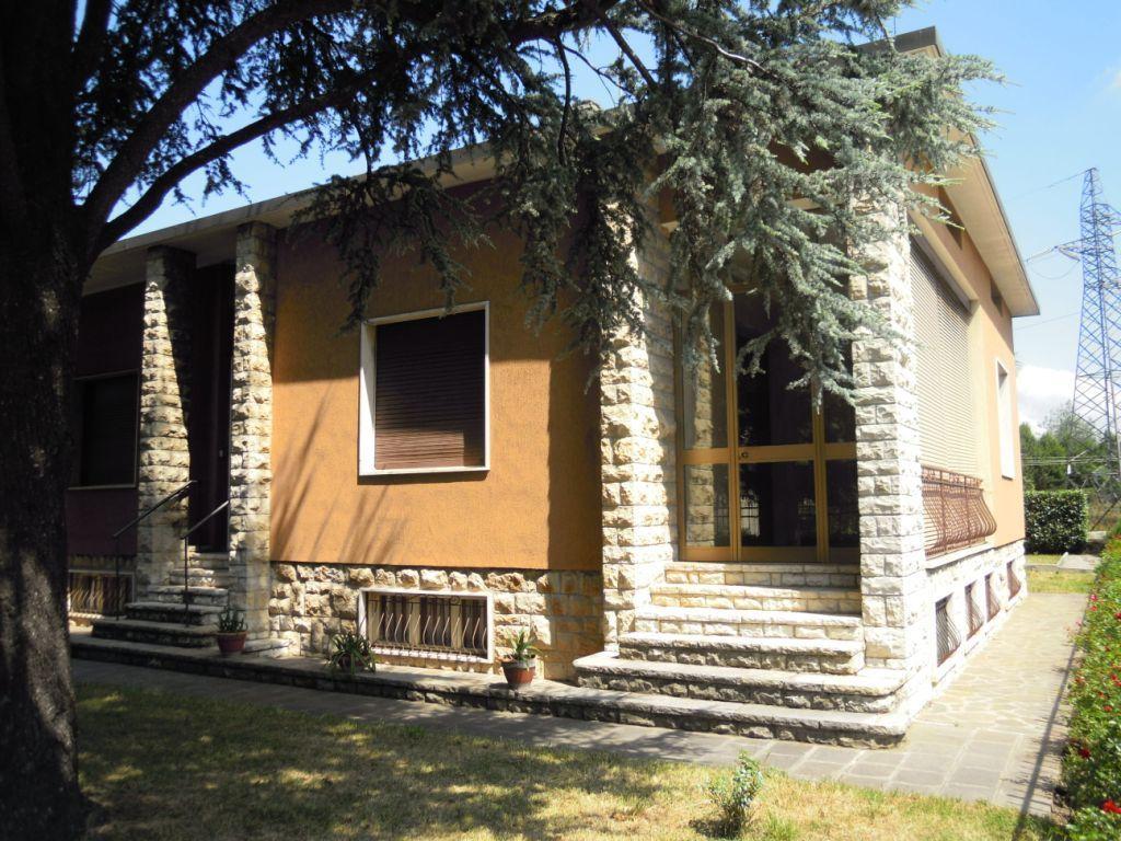 Villa in vendita a Chiari, 5 locali, prezzo € 190.000 | Cambio Casa.it