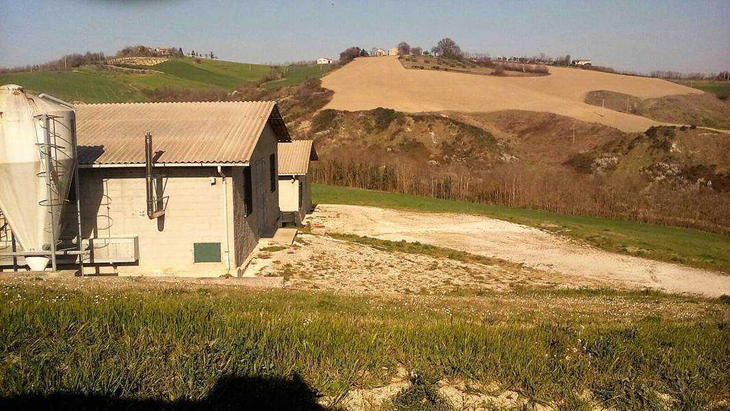 Rustico / Casale in vendita a Mondavio, 20 locali, prezzo € 1.650.000 | CambioCasa.it