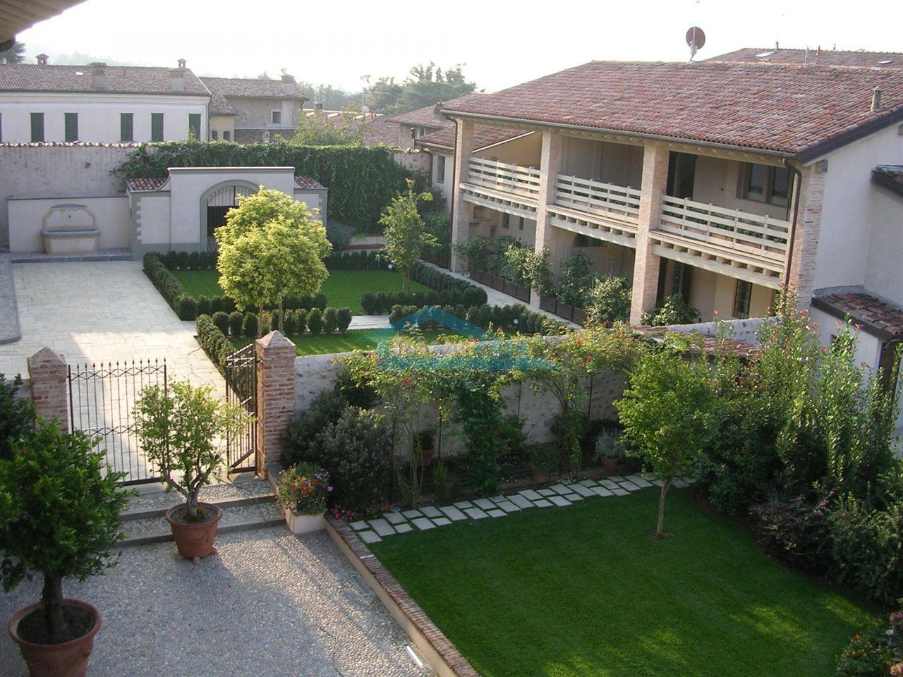 Vista del giardino condominiale Indipendente  a Erbusco