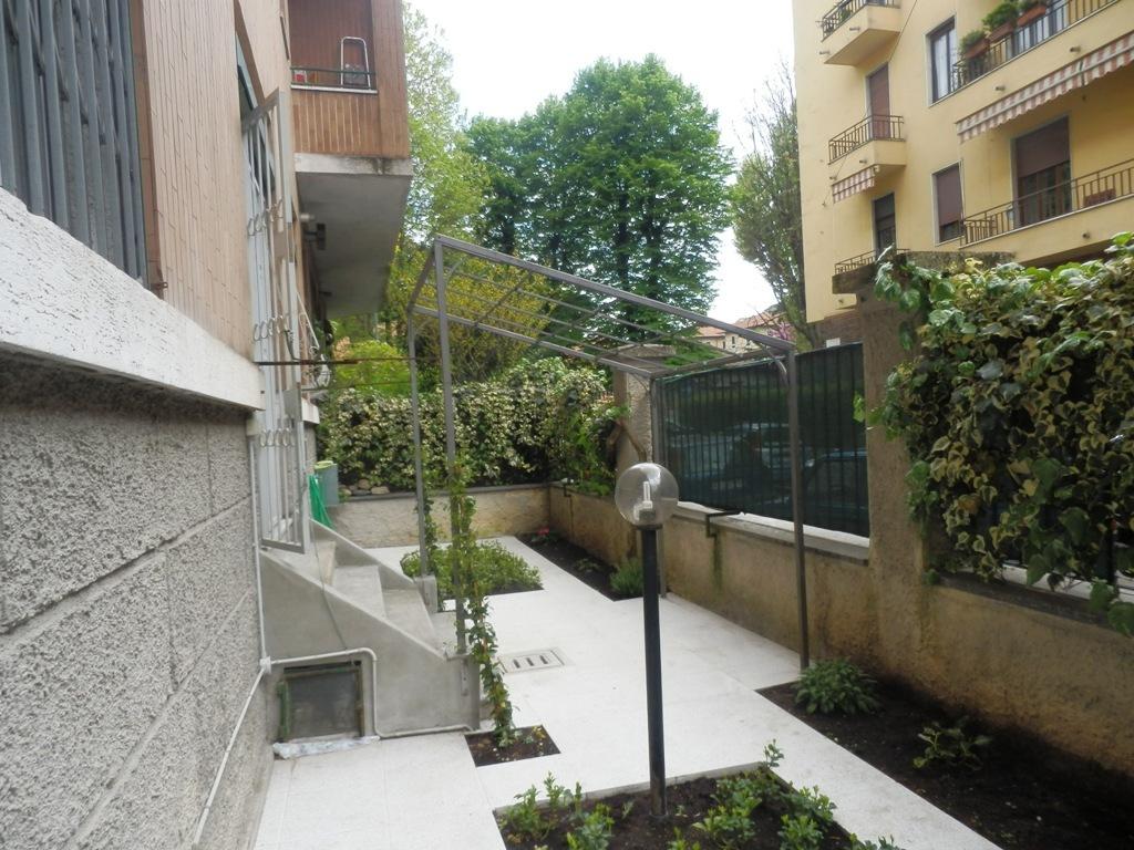 Loft openspace milano affitto 800 euro 85 mq cucina 15 for Loft a milano in affitto