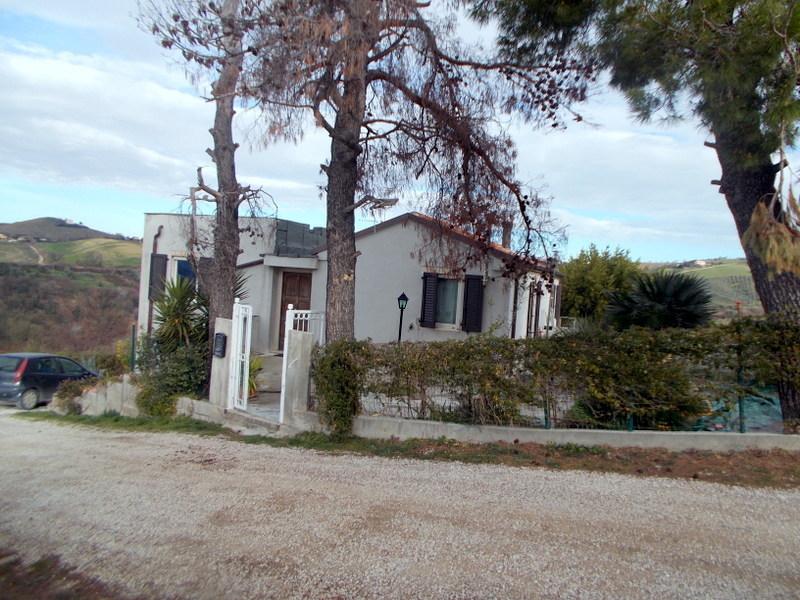 Rustico / Casale in vendita a Acquaviva Picena, 5 locali, prezzo € 195.000   CambioCasa.it