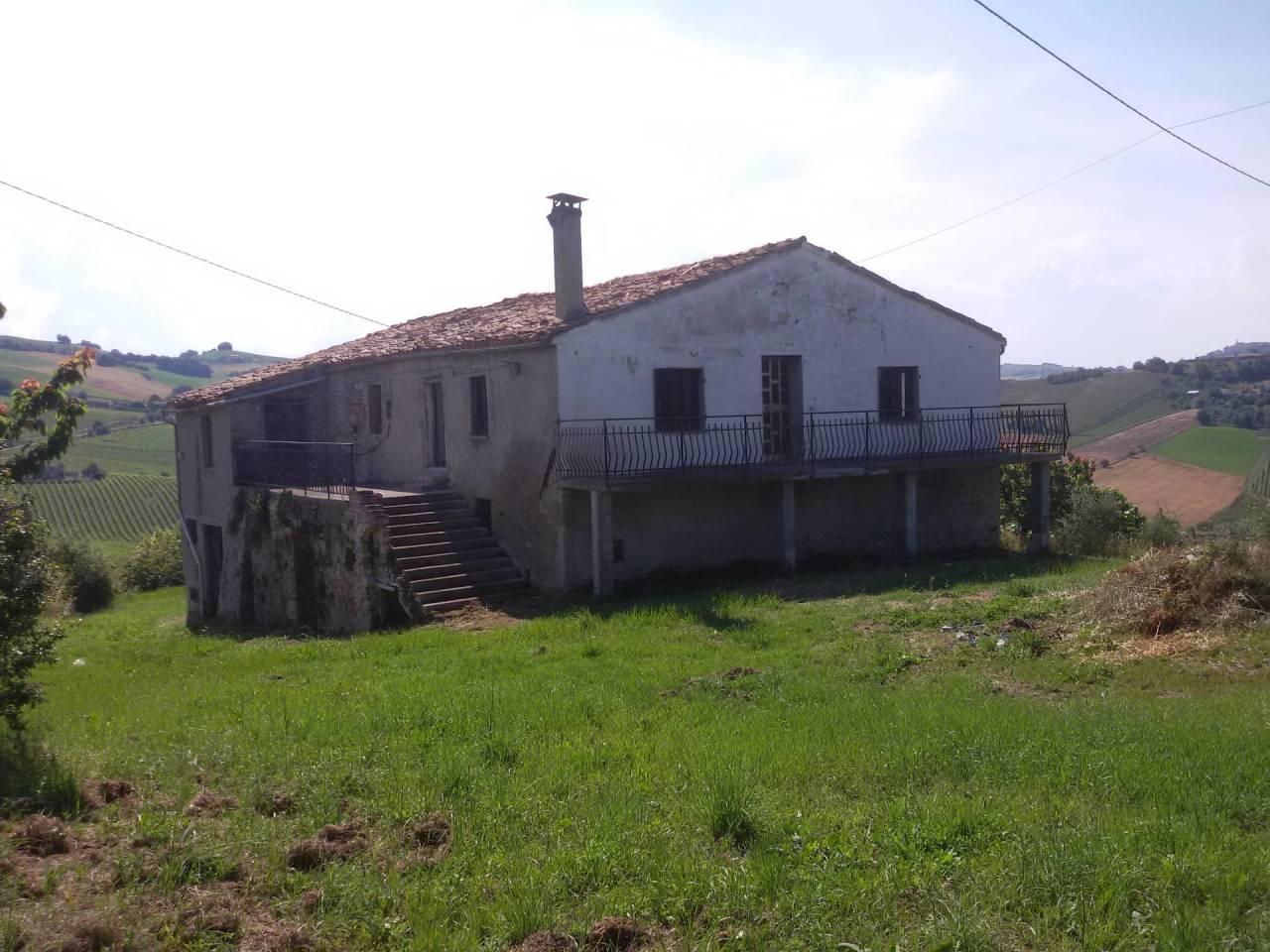 Rustico / Casale in vendita a Ripatransone, 10 locali, prezzo € 95.000 | CambioCasa.it