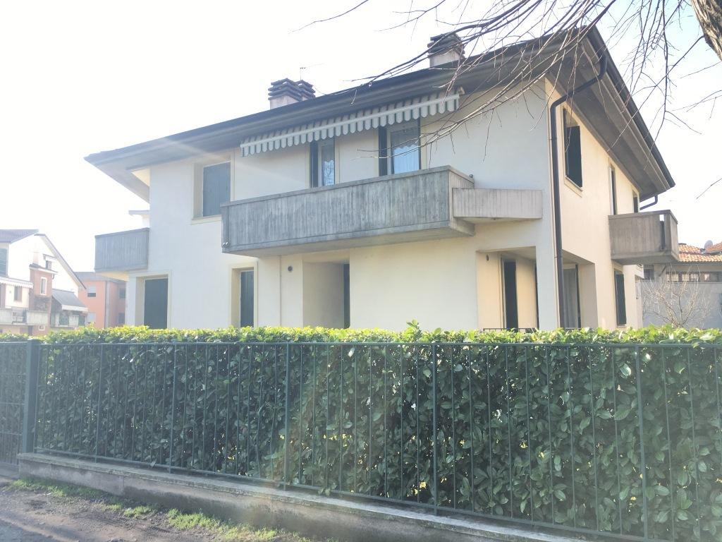 Appartamento in affitto a Chiari, 4 locali, prezzo € 500 | Cambio Casa.it