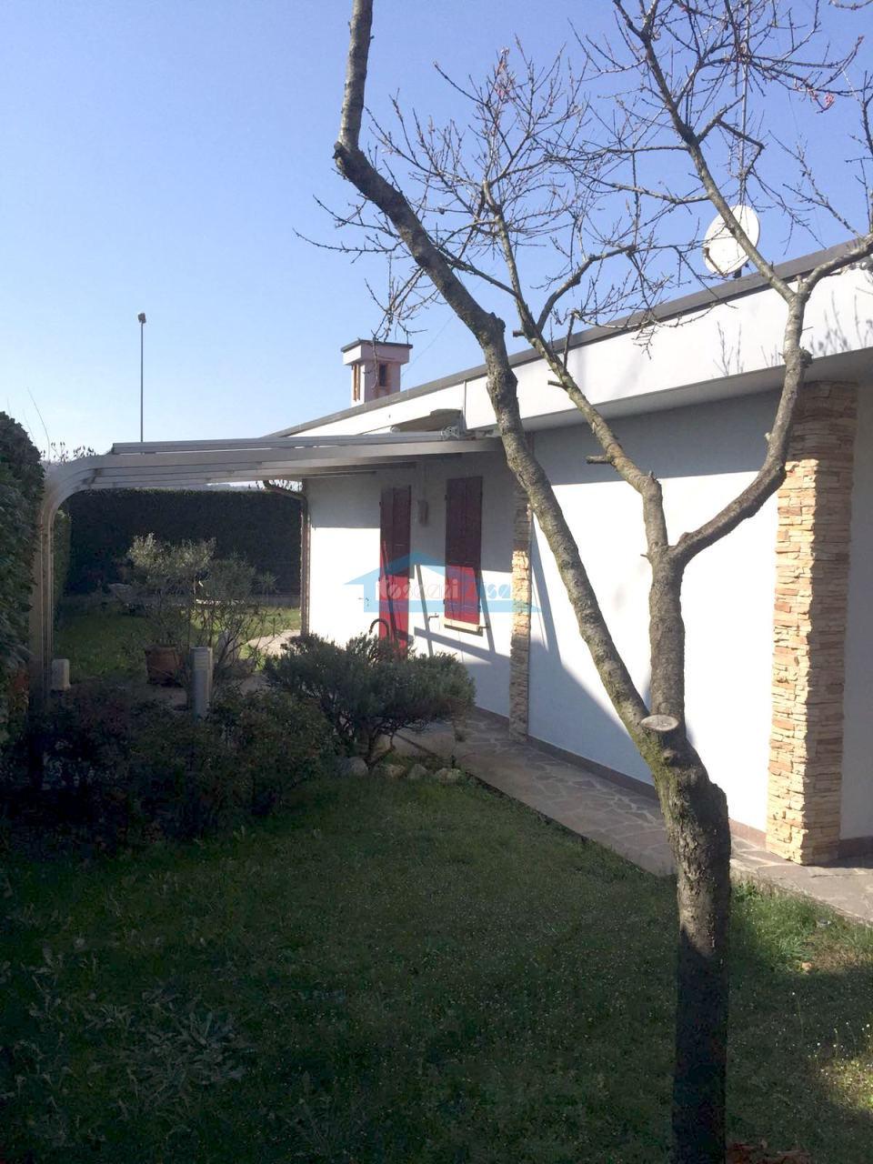 Gazebo Villa  a Adro