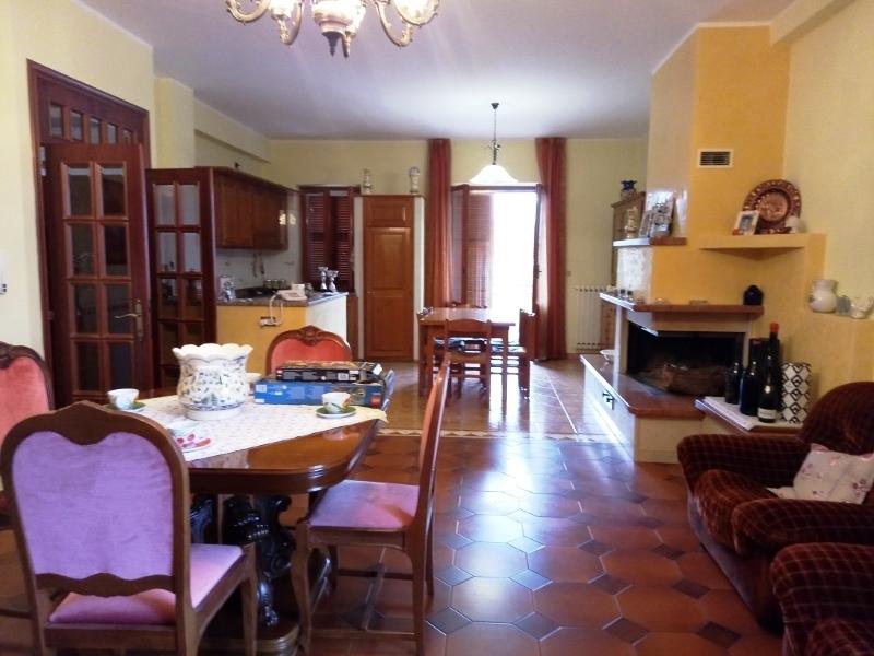 vendita appartamento colli del tronto   148000 euro  5 locali  180 mq