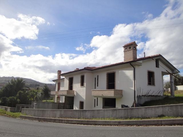 Soluzione Indipendente in vendita a Offida, 6 locali, prezzo € 170.000 | CambioCasa.it