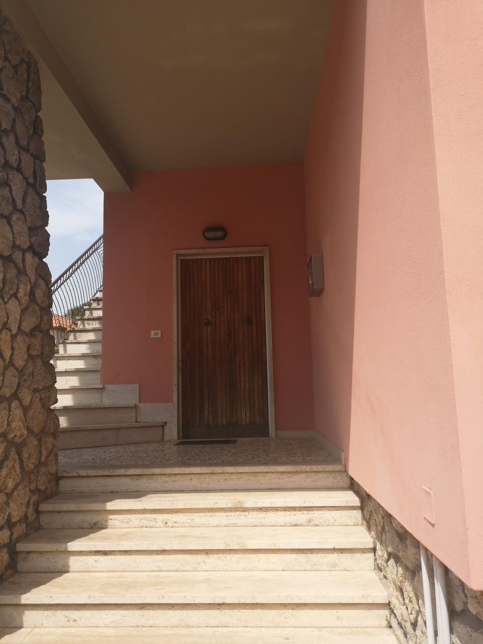 Casa semindipendente in vendita, rif. 2897