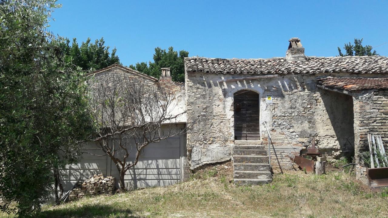 Rustico / Casale in vendita a Ripatransone, 10 locali, prezzo € 150.000 | CambioCasa.it