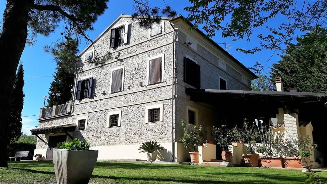 Rustico / Casale in vendita a Massignano, 8 locali, prezzo € 590.000 | CambioCasa.it