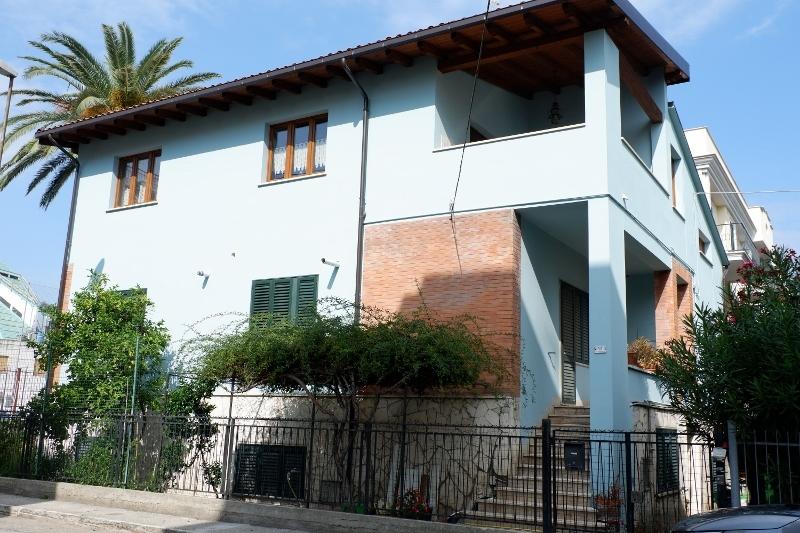 Villa in vendita a San Benedetto del Tronto, 14 locali, prezzo € 470.000 | CambioCasa.it