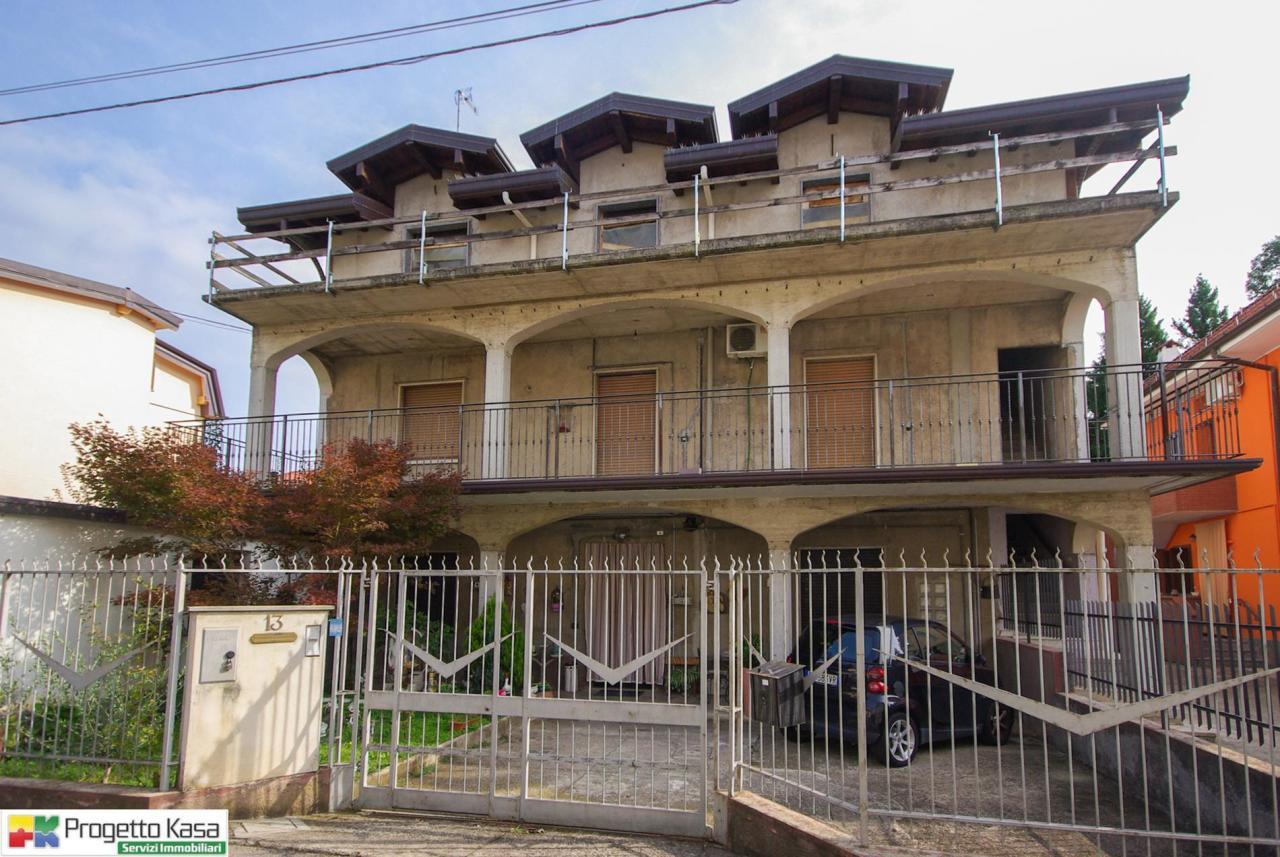 Appartamento in vendita a Mozzate, 4 locali, prezzo € 85.000 | CambioCasa.it