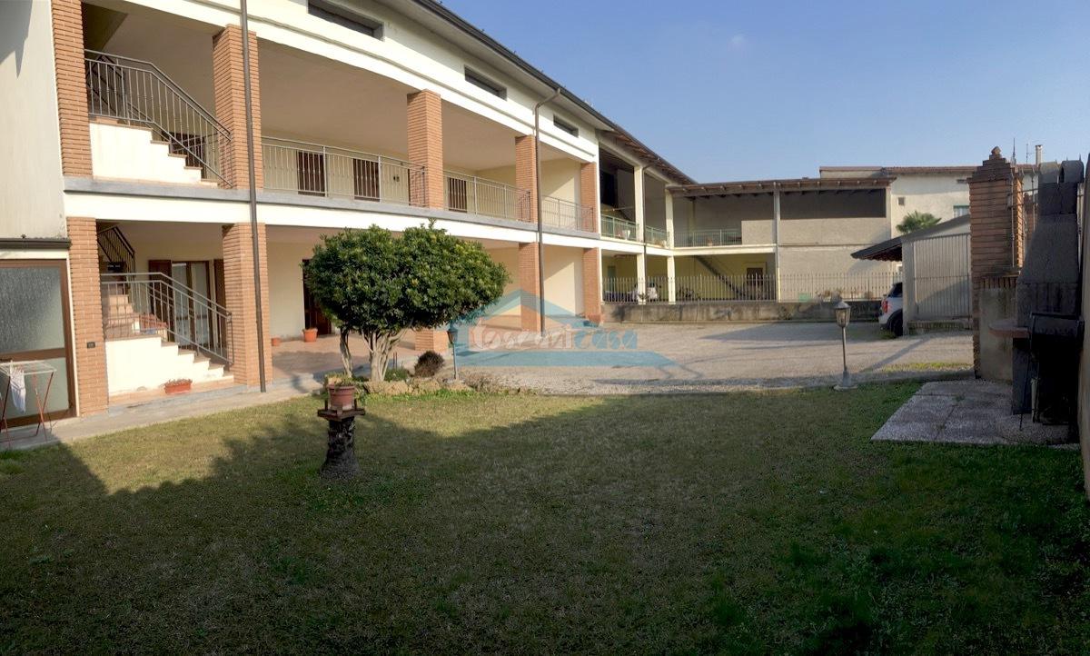 Panoramica corte Appartamento  a Cazzago San Martino