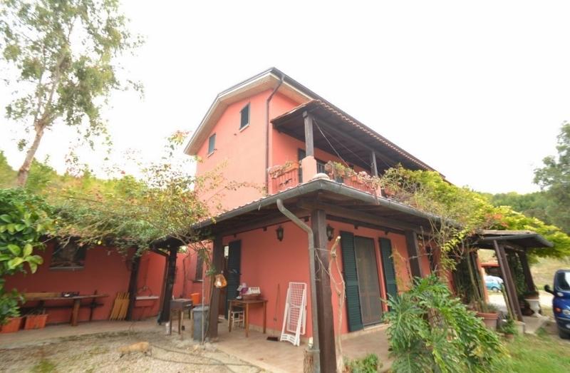 Rustico / Casale in vendita a Controguerra, 10 locali, prezzo € 320.000 | CambioCasa.it