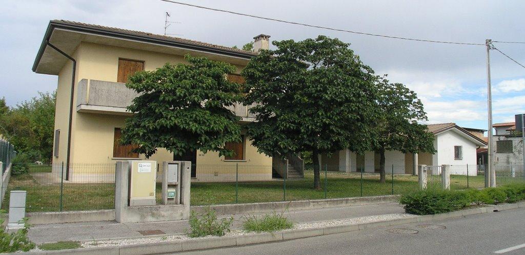 Soluzione Indipendente in vendita a Precenicco, 12 locali, prezzo € 180.000 | CambioCasa.it