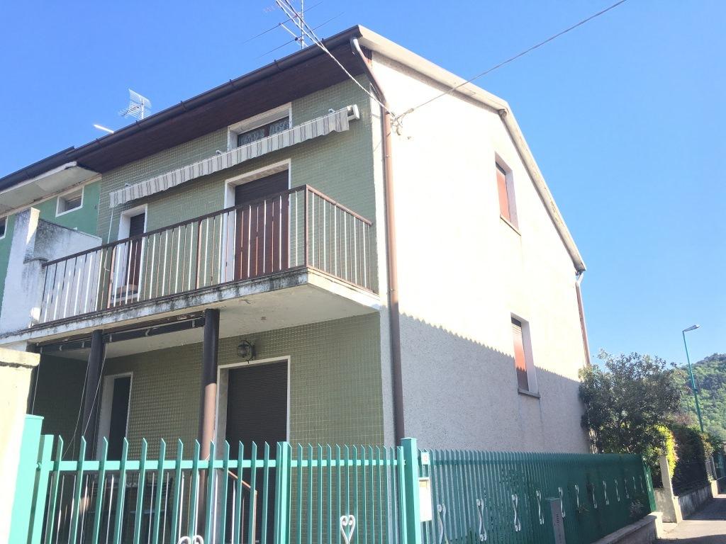 Villa in vendita a Cologne, 7 locali, prezzo € 88.000 | Cambio Casa.it