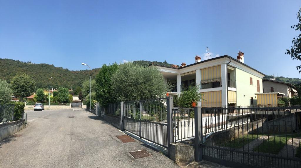 Appartamento in vendita a Coccaglio, 4 locali, prezzo € 130.000 | Cambio Casa.it