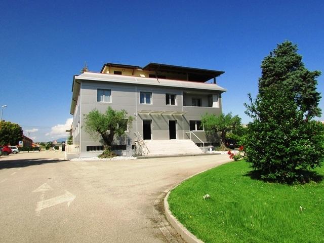 Negozio / Locale in affitto a Corropoli, 3 locali, prezzo € 1.500 | CambioCasa.it