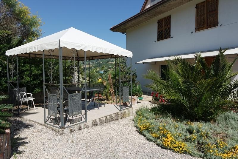 Villa in vendita a Grottammare, 10 locali, prezzo € 450.000 | Cambio Casa.it