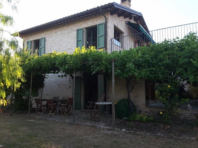 Rustico / Casale in vendita a Acquaviva Picena, 4 locali, prezzo € 410.000   CambioCasa.it