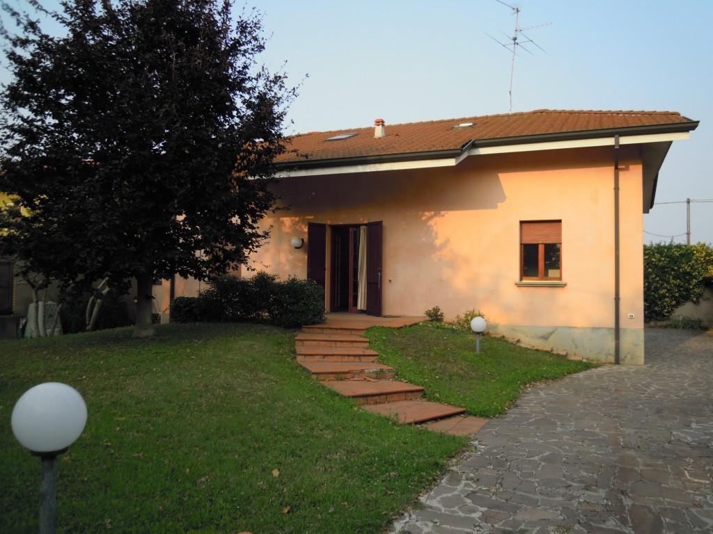 Villa in vendita a Chiari, 10 locali, prezzo € 260.000 | Cambio Casa.it