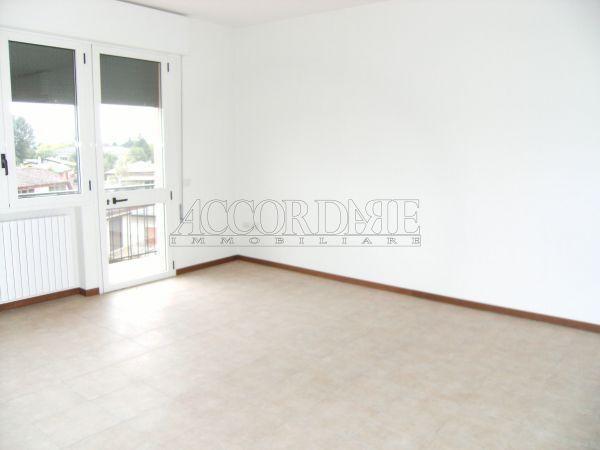 Appartamento in affitto a Casalserugo, 5 locali, prezzo € 500 | Cambio Casa.it