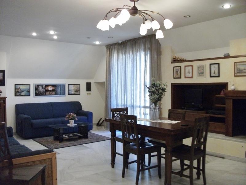 Appartamento in affitto a Grottammare, 5 locali, prezzo € 600 | Cambio Casa.it