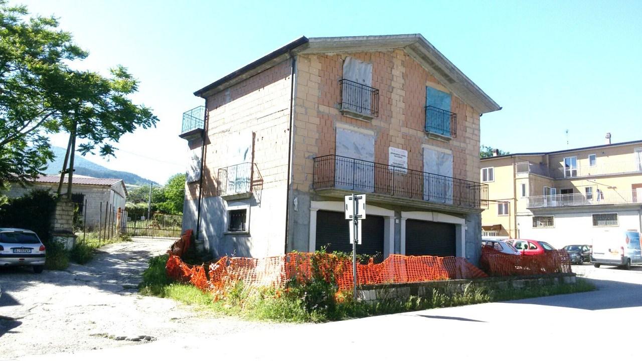 Villa in vendita a Rionero in Vulture, 10 locali, prezzo € 245.000 | Cambio Casa.it