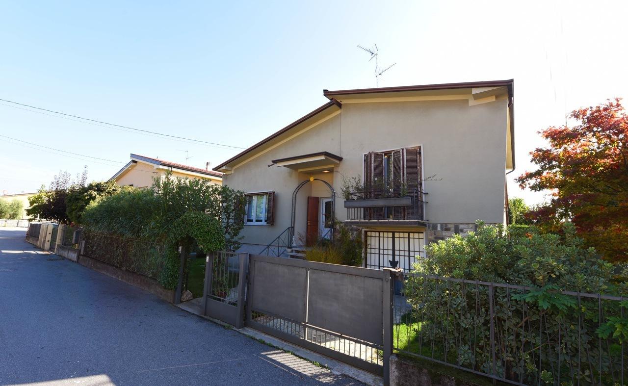 Villa in vendita a Rovato, 7 locali, prezzo € 240.000 | Cambio Casa.it