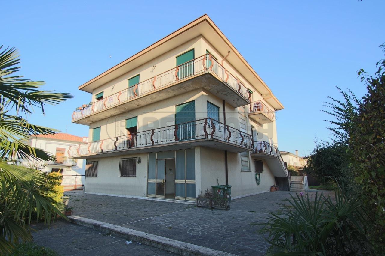 Soluzione Indipendente in vendita a Bressanvido, 10 locali, prezzo € 350.000 | Cambio Casa.it