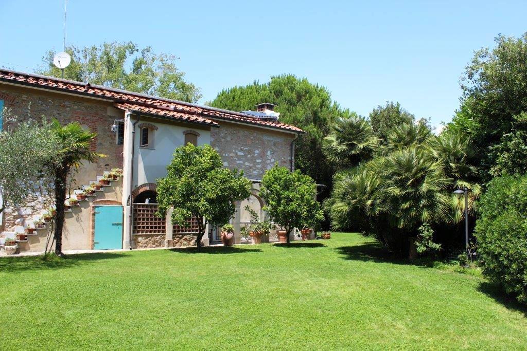 Rustico / Casale in vendita a Pietrasanta, 9 locali, Trattative riservate | Cambio Casa.it