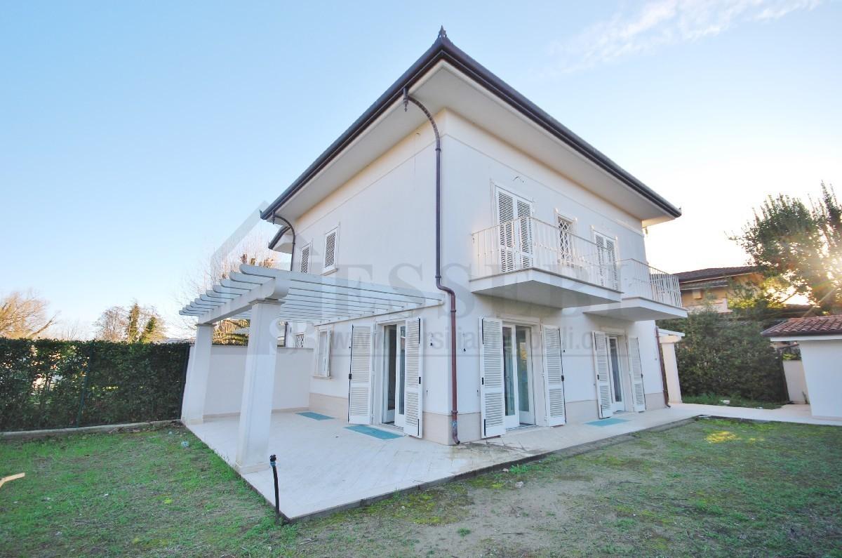 Soluzione Indipendente in vendita a Pietrasanta, 8 locali, prezzo € 950.000 | Cambio Casa.it