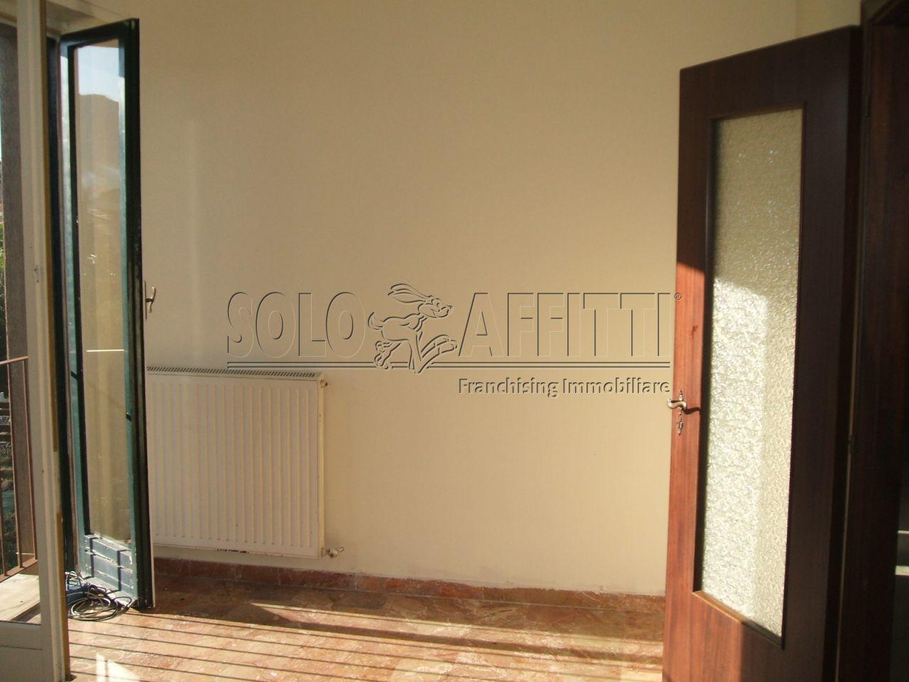 Appartamento 5 locali in affitto a sestri levante piano terra for Creatore piano terra online