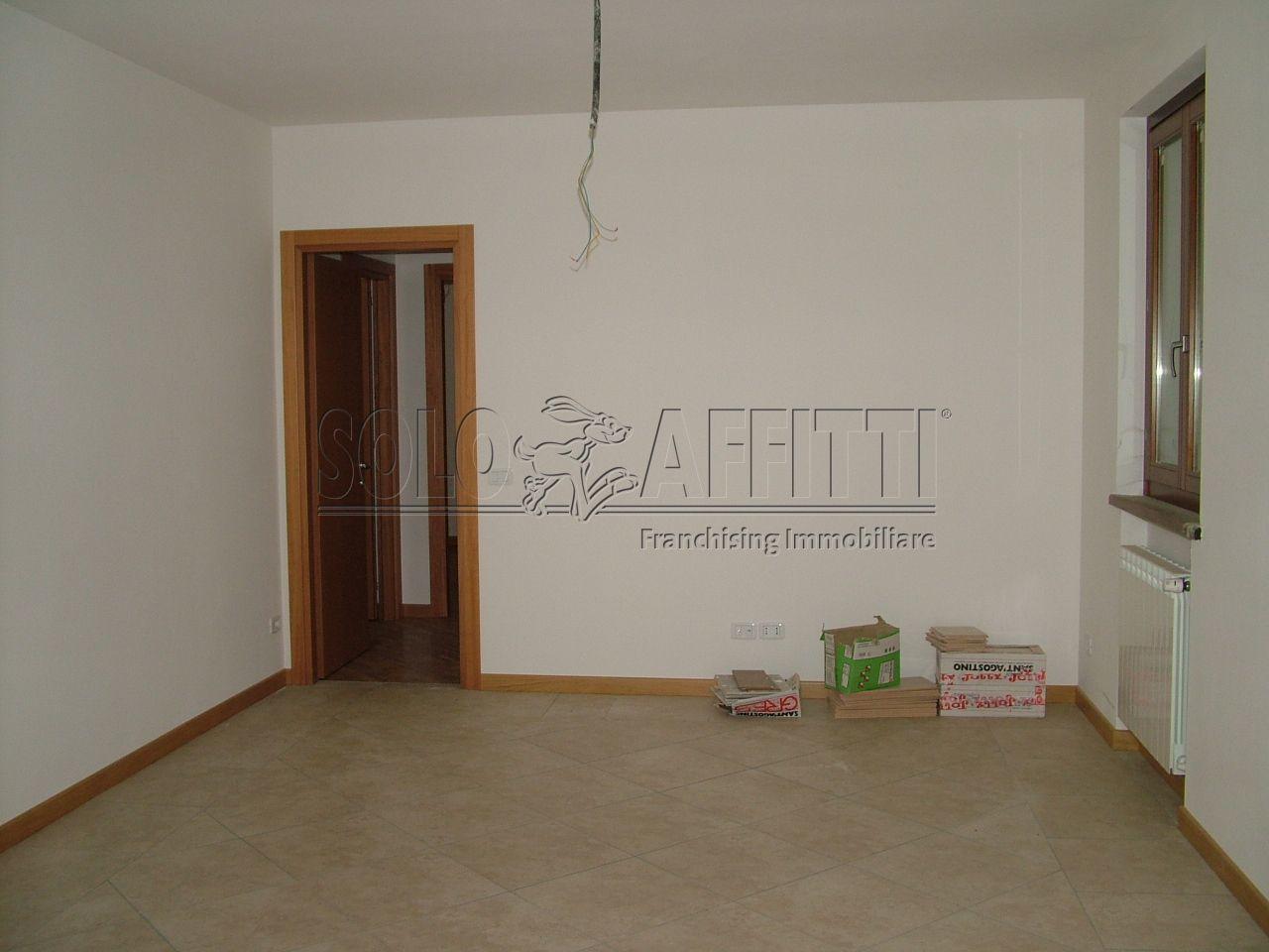 appartamento trilocale in affitto a capolona primo piano