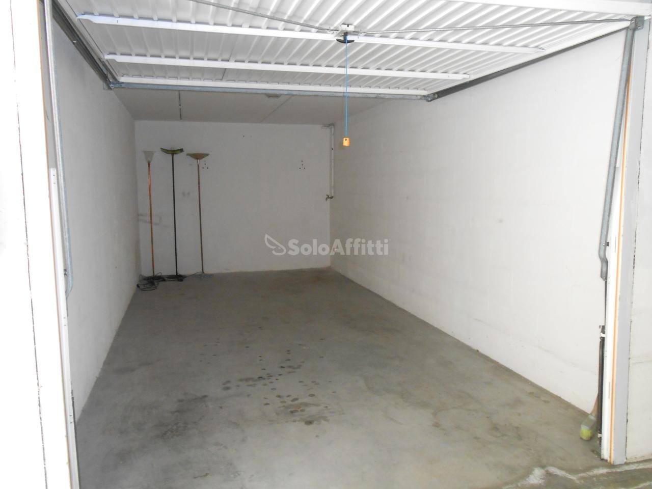 Garage in affitto a riccione paese piano terra for Garage in affitto