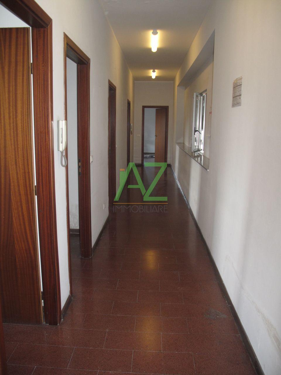 Ufficio / Studio in affitto a Motta Sant'Anastasia, 4 locali, prezzo € 550   Cambio Casa.it