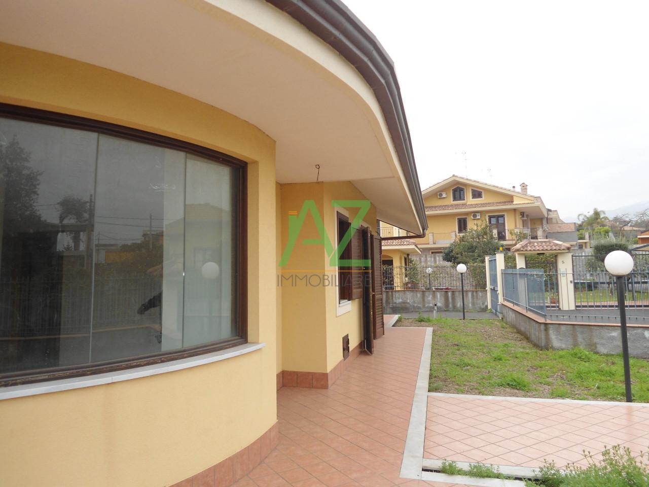 Villa in vendita a Aci Sant'Antonio, 7 locali, prezzo € 395.000 | Cambio Casa.it