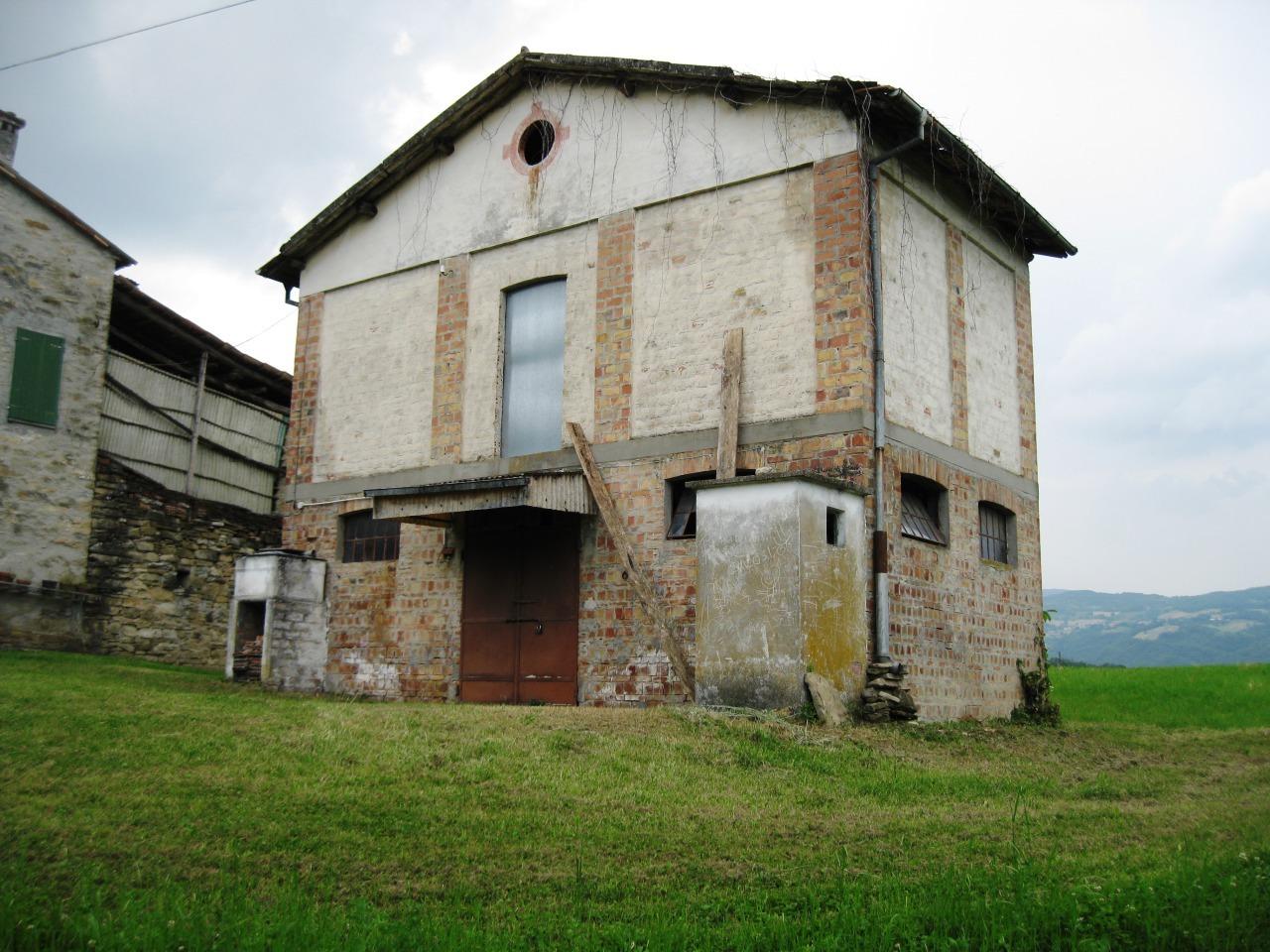 Capannone in vendita a Tizzano Val Parma, 4 locali, prezzo € 63.000 | Cambio Casa.it