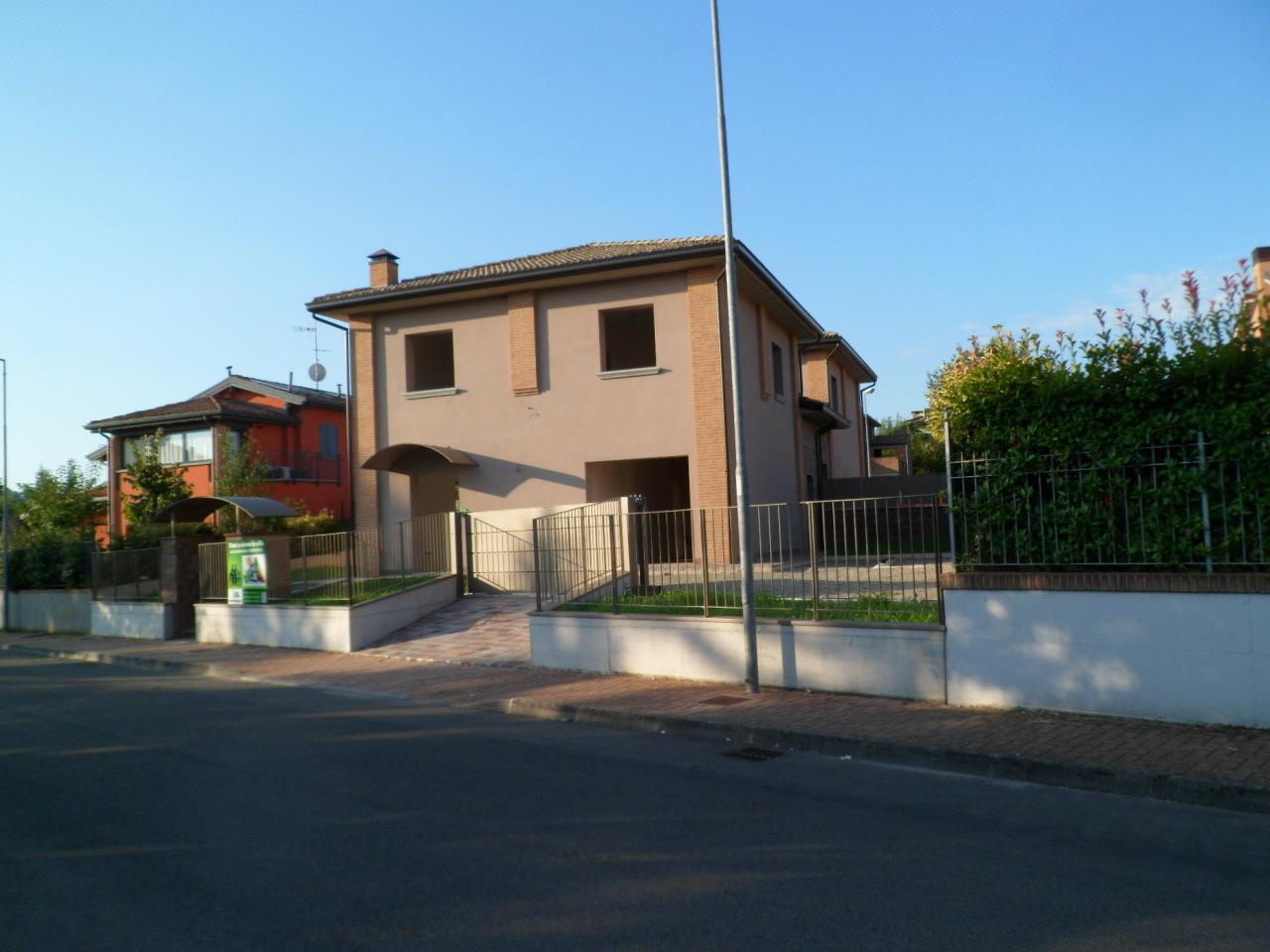 Villa in Vendita a Traversetolo
